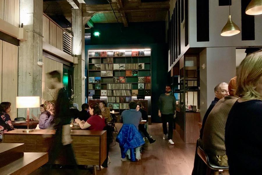 Tokyo Inspired Bar Shiru Combines Cocktails Jazz On Vinyl