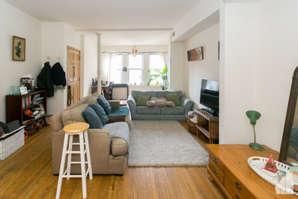 Awe Inspiring What Will 1 200 Rent You In Chicago This Month Hoodline Home Remodeling Inspirations Gresiscottssportslandcom
