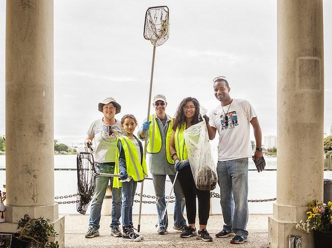 Volunteers at lake merritt  1