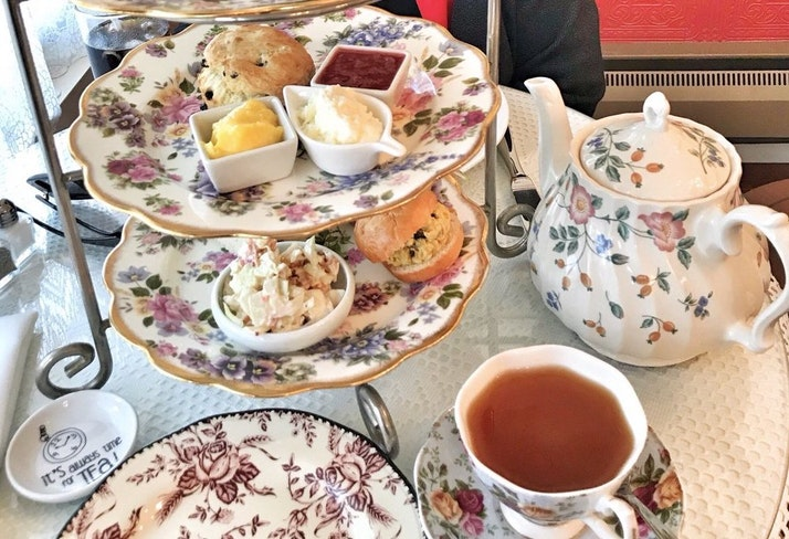 Sip tea room